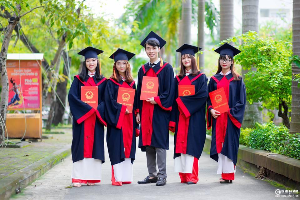 Aó tốt nghiệp cử nhân Đại học