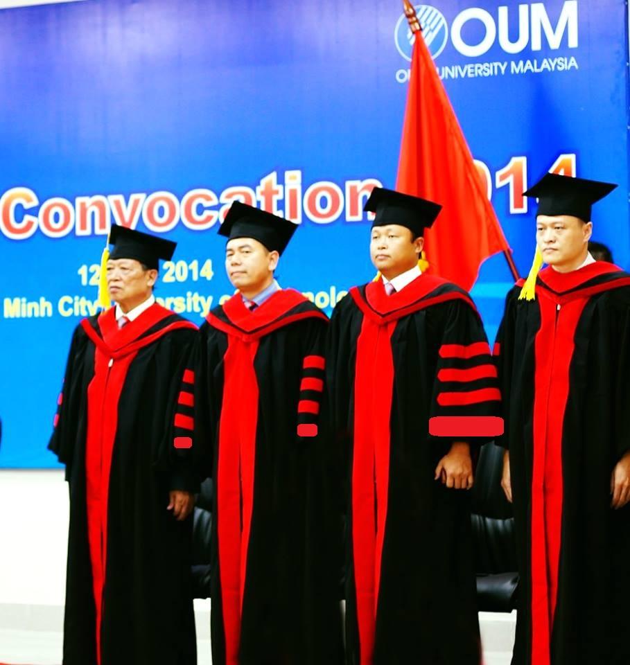 Áo tốt nghiệp tiến sĩ