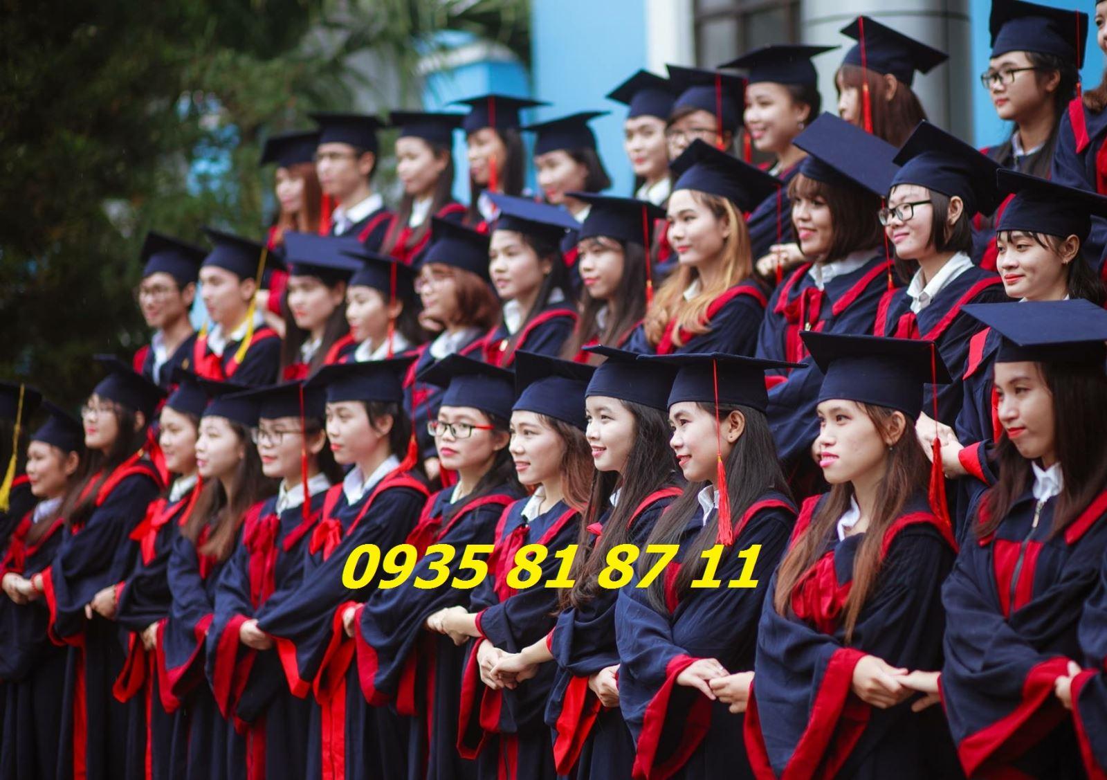 Thuê áo tốt nghiệp cử nhân